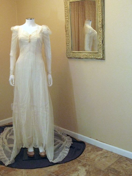 Vintage 1920s Wedding Dress. Ivory by Moxie2RunwayVintage on Etsy, $1299.24