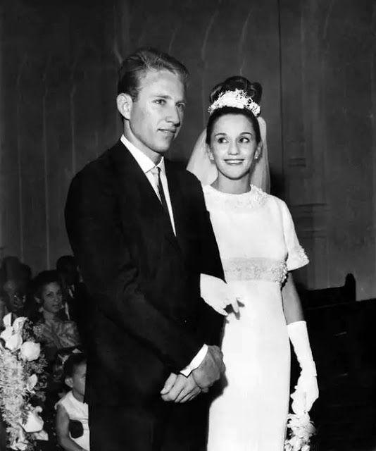 © Acervo de família. O casamento de Lélia e Sebastião Salgado, 1967.
