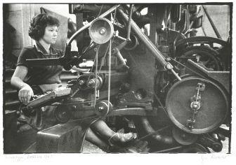 Evelyn Richter: An der Linotype, ND-Druckerei Berlin. 1961