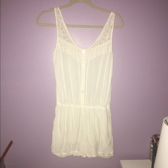 White woven romper Worn a few times, perfect condition Garage Dresses