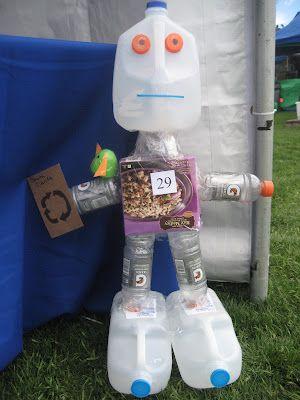 `goedkope knutsel tips voor recycle knutsels van Speelgoedbank Amsterdam voor ouders en kinderen. Goedkoop knutselen met plastic flessen.