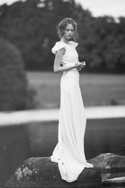 """La jeune fille au lac Robe de mariée """"Arpade"""" Une création de Delphine Manivet parmi 30 robes présentées par les journalistes de L'Express Style"""