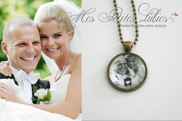 Collier personnalisé avec photo de jeunes mariés.