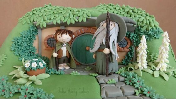 This Lord of the Rings cake is everything!  It features little chibi versions of Frodo and Gandalf standing outside Bilbo's Hobbit Hole at Bag End.  The cake was created by Julia Hardy.