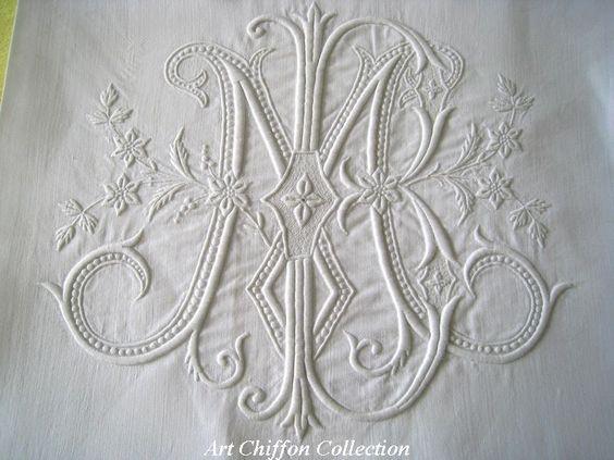 Beau monogramme ME brodé main Linge ancien sur Art Chiffon Collection - Linge Ancien brodé, Vintage, antiquités - Objet 229F-3