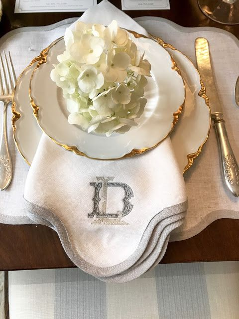 Beautifully elegant placesetting in the dining area of a deisgner showhouse in Atlanta - Lauren DeLoach. #placesetting #tablescape #traditionalstyle #interiordesign #antiques
