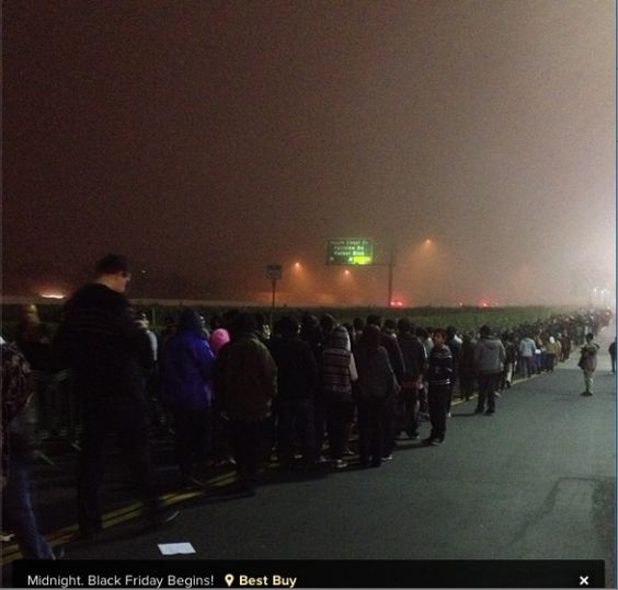 A shopper captured this eerie photo of a line waiting outside Best Buy.