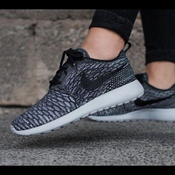 Nike Roshe Run Flyknit Womens Grey