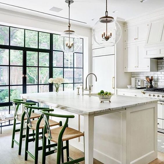 Come be inspired by 11 White Kitchen Design Ideas Adding Warmth! #kitchendesign #whitekitchen #kitchenideas #interiordesignideas #whitekitcheninspiration