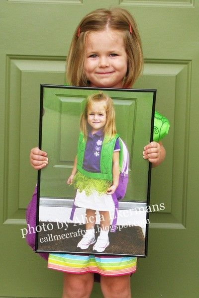last day of school...holding a picture of the first day of school.  What a good idea!: