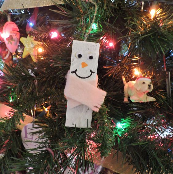Continuing with our yearly tradition, my daughter and I have been busy making homemade ornaments and decorations. My daughter loves winter and snowman (just like me!) so I thought it would be fun t…