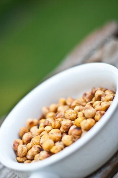 Easy Salt & Vinegar Roasted Chick Peas from @Angela Liddon - sound delish!