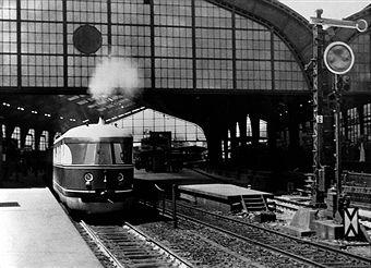 Schnellzuege: Der Fliegende Koelner bei der Ankunft auf dem Bahnhof Friedrichstrasse Juli 1935