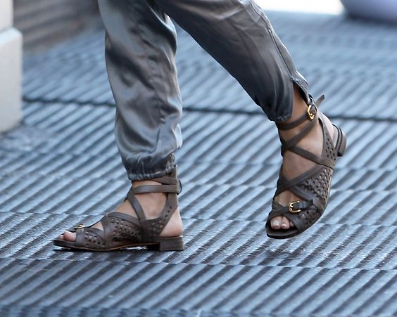 Naomi sported perforated, strappy leather sandals with a casual day look.
