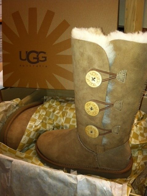 #ugg bailey button triplet in chestnut is a warm and comfy shoe perfect to keep her warm during the holidays! #ugg #boots #cyberweek