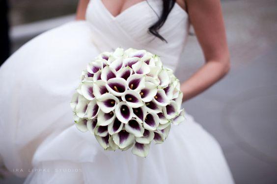 calla lily bouquet. Like the purple centers. LOVE LOVE LOVE