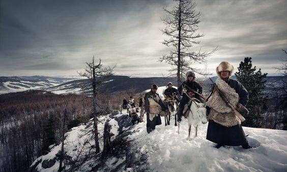 FOTO Frânturi din viaţa ultimelor triburi din lume, aflate pe cale de dispariţie
