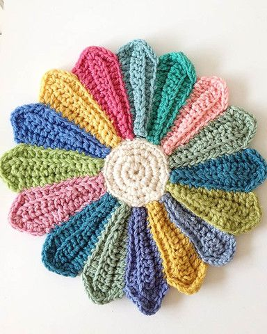 """Watch the Scrap Fan Kitchen Set Crochet Pattern Product Review: Design by: Maggie Weldon Skill Level: Easy Sizes: Casserole Cover: Fits dish 7½"""" round, 3½"""" deep Potholder: 9"""" round Placemat: 15"""" round"""