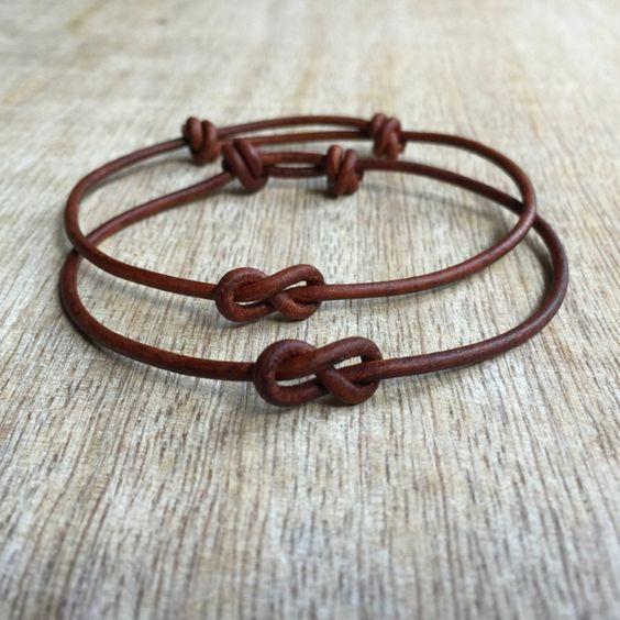 pulseras para una pareja, brazaletes de piel con el símbolo del infinito, manualidades san valentín, el amor eterno