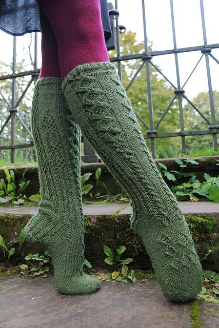 Ravelry: Knitted Moss Stockings / Verstricktes Moos Kniestrümpfe pattern by Maren Hassan-Beik - free knitting pattern
