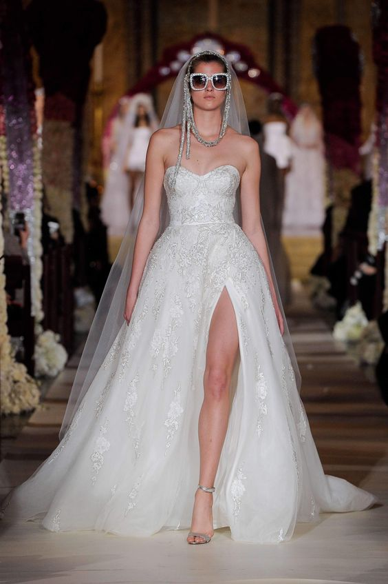 #reemacra #2020wedding #2020weddingdresses #weddingtrend #weddingdresses #brides #bridalgown #modernwedding