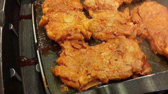 Côtelettes de porc - Voici une recette de Côtelettes de porc super facile à réaliser. Super tendre et juteuse ses Côtelettes de porc plairont à tous le monde.