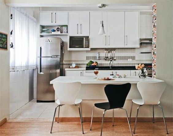 Cocina americana para apartamentos peque os blanco y for Decoracion en deptos pequenos