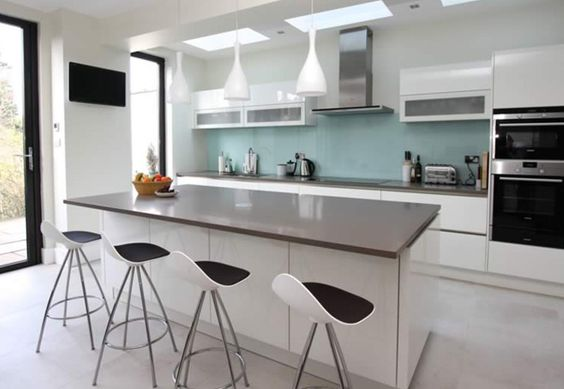 The breakfast bar within this white kitchen island transforms the kitchen into an extremely open, social and inviting space; ideal for entertaining, eating at, helping with homework, or for giving the cook some company!  #kitchenisland #whitekitchen #lwkkitchens