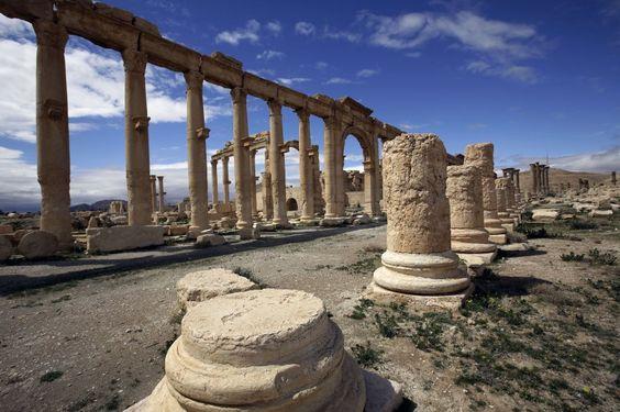 Nimrud, Mossul, Palmyra: Jahrtausende alte Kulturschätze fallen dem Terror zum Opfer. Experten arbeiten fieberhaft daran, bedrohte Artefakte und Prachtbauten mit digitaler Technik zu konservieren.  Experten hoffen, damit etwa die zerstörten Gebäude und Kulturgüter im syrischen Palmyra eines Tages wieder exakt nachzubauen.