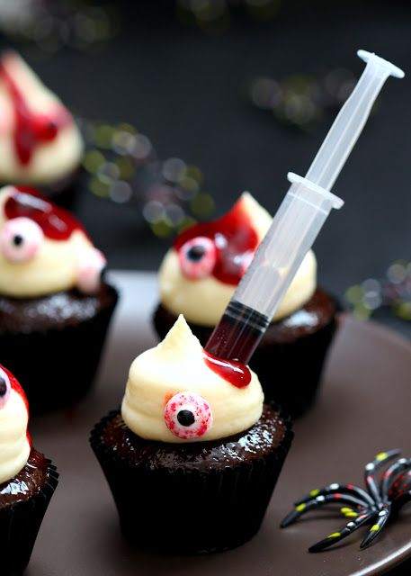 Spookily cute cupcakes aka Double chocolate mini cupcakes with cream cheese frosting