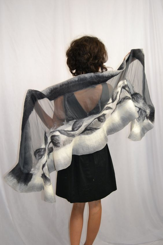 Zijden sjaal grafiet grijs wit Ecru natuurzijde en door MerinoSilk