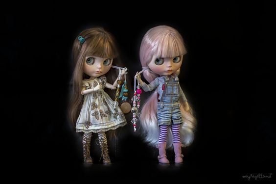 Showing off their Blythe Charms! | von Dollie Adventures in the Galland Household