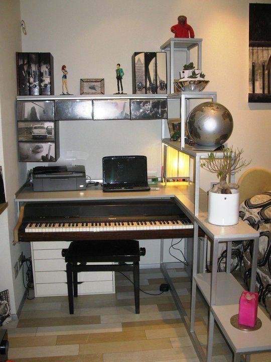 scrivania con pianoforte estraibile
