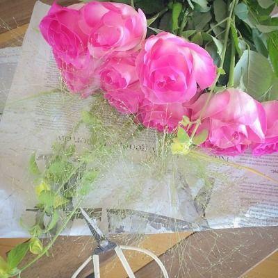 01/20/2015  Extra special flowers for my amazing grandma who's turning 95 today all well and independent!  With lots of love…one of the happiest bouquet in making ever :)  今日95歳のお誕生日を元気に迎えたおばあちゃん、両親からのプレゼントのブーケ作り。おばあちゃんお花好きだから喜んでくれるといいな、とか一人暮らしだから明るくて華やかな気持ちになってくれたらな、とかとか想いながら束ねるブーケは作ってる私の時間まで格別です。贈りものってやっぱりいい〜♡