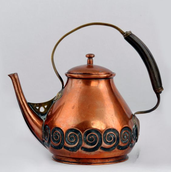 ALBIN MÜLLER copper teakettle, c. 1903, manufactured by Eduard Hueck, 14.3 cm high.