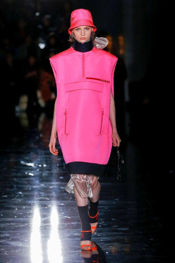 Sfilata Prada Milano - Collezioni Autunno Inverno 2018-19 - Vogue