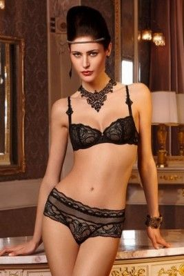 Review – A Regular Day in Fine Lingerie: 18 hours of Lise Charmel