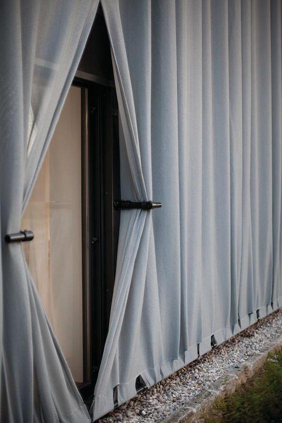 Man könnte das Haus für neu halten: ein Quader wie üblich, ein wenig Sichtbeton, eine Aufmerksamkeit heischende Fassade. Es handelt sich aber um einen Umbau und damit eben nicht um Formalismus, sondern um eine kluge Strategie des Renovierens.