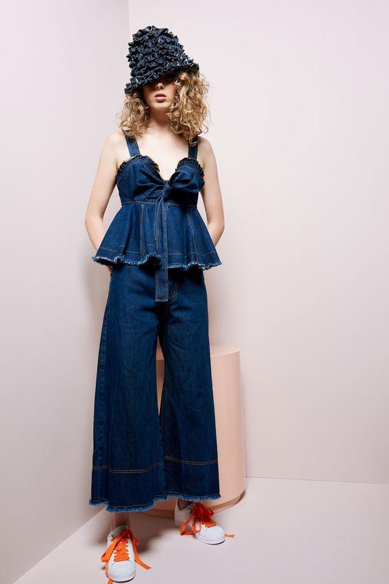 http://www.vogue.com/fashion-shows/resort-2018/karen-walker/slideshow/collection
