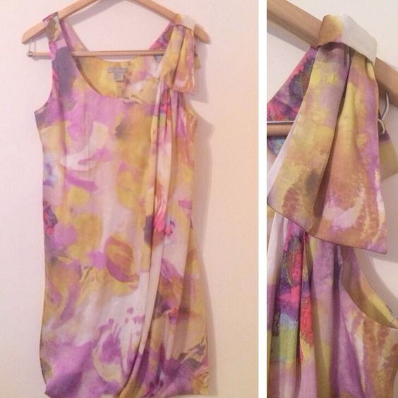 [H&M] Floral Print Dress Only worn once to a wedding. Pretty watercolor pattern with a folded bow on one shoulder and a bubble hem. More fitted at the back which gives the whole dress a nice shape. Great for Spring! H&M Dresses Midi