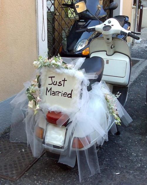 Matrimonio In Vespa : Vespa scooter decorated with quot just married wedding