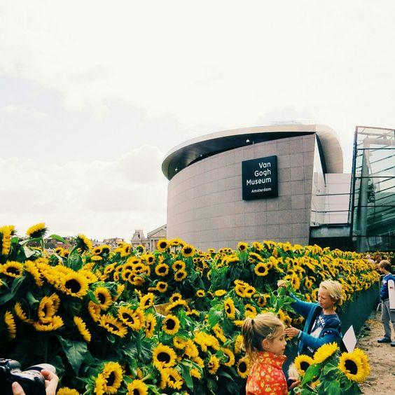 floyel:   Van Gogh Museum (Amsterdam) today,... - An Early Morning Walk