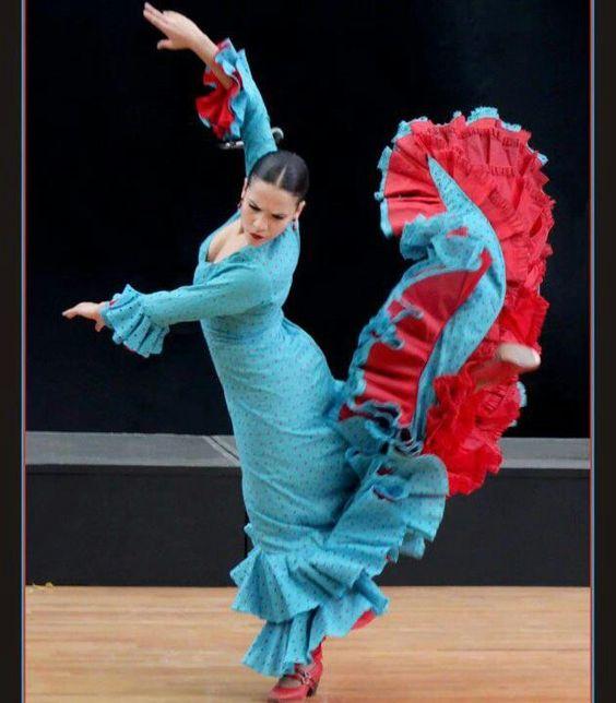 Flamenco, bata de cola.