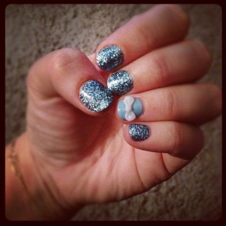 bow and glitter nails