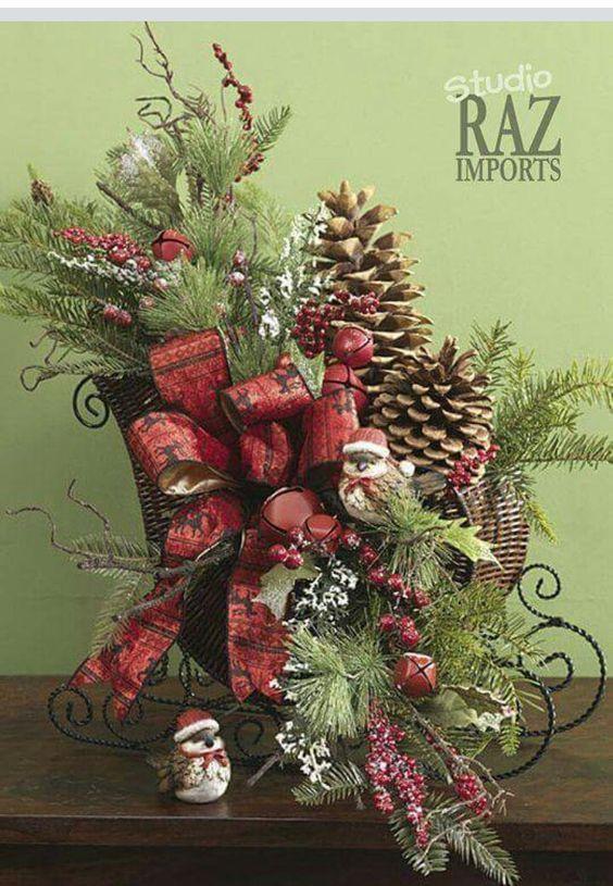 40 Small Christmas Decorations On A Sleigh Christmas