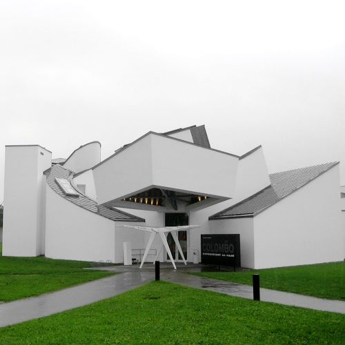 Design frank gehry and museums on pinterest for Architecture deconstructiviste