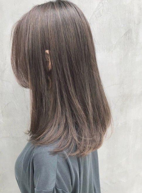 ハイグレージュ 透明感フルハイライト 髪型セミロング 髪の毛