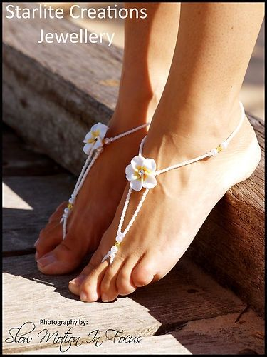 Simple foot adornment for your beach wedding