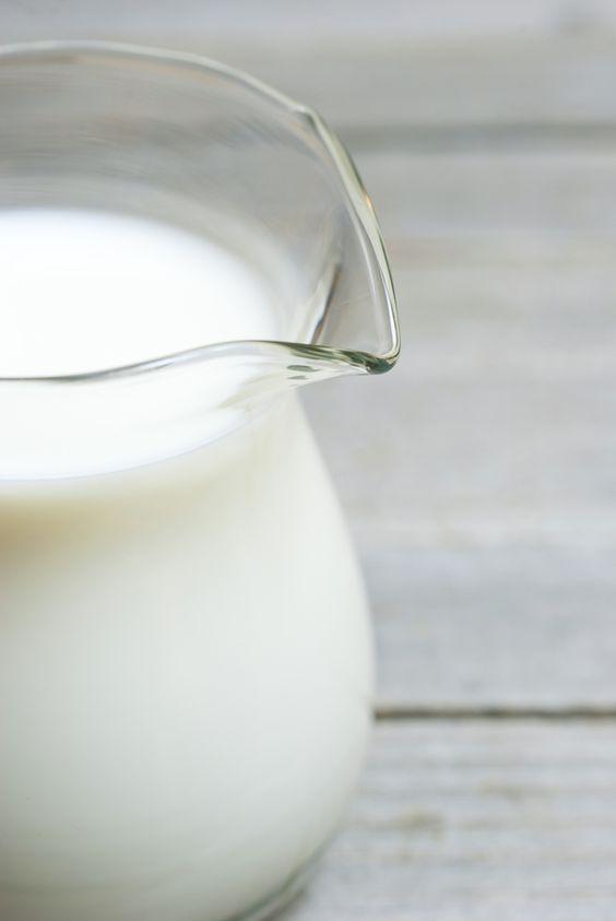 """25 cl de buttermilk (""""lait ribot"""") = 25 cl de lait + 1 c. à soupe de vinaigre blanc ou de jus de citron = 250 g de yaourt bulgare"""