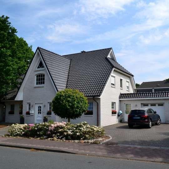 Exklusives Grosszugiges Einfamilienhaus Niedrigenergiehaus Mit Kleiner Gastewohnung In Geestland Einfamilienhaus Haus Immobilien